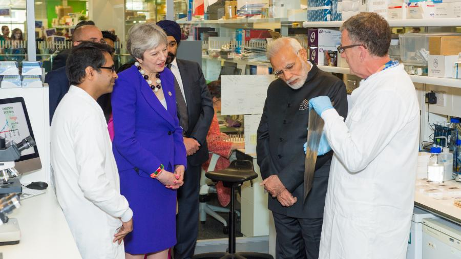 The Prime Ministers visiting the Translational Cancer Therapeutics Laboratory.