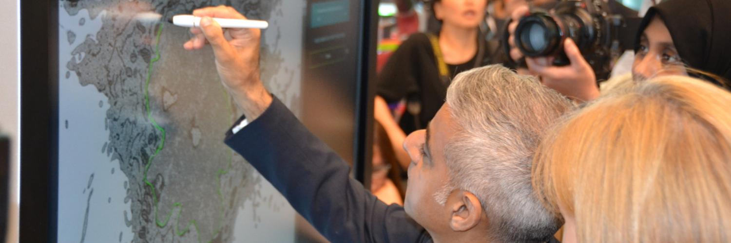 Sadiq Khan trying the citizen science project Etch a Cell