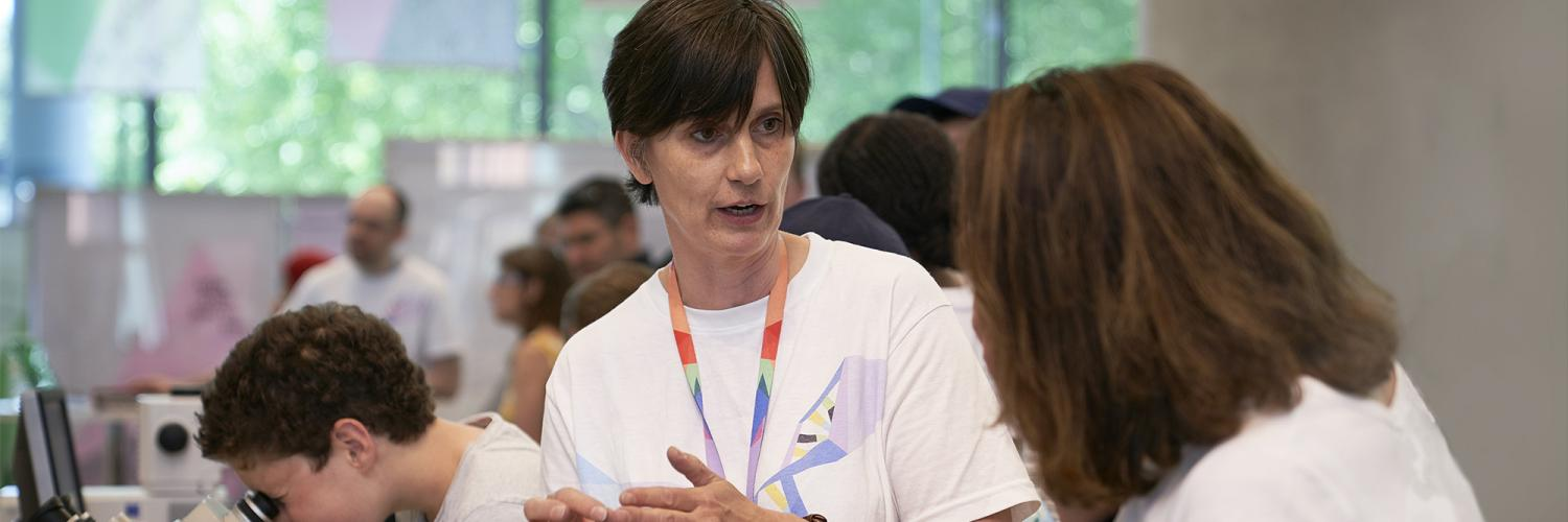 A researcher at the Crick talking to members of the public.