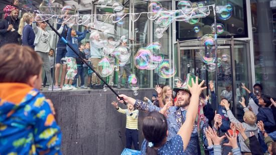 Bubble performer at the Crick's 2019 Discovery Day.