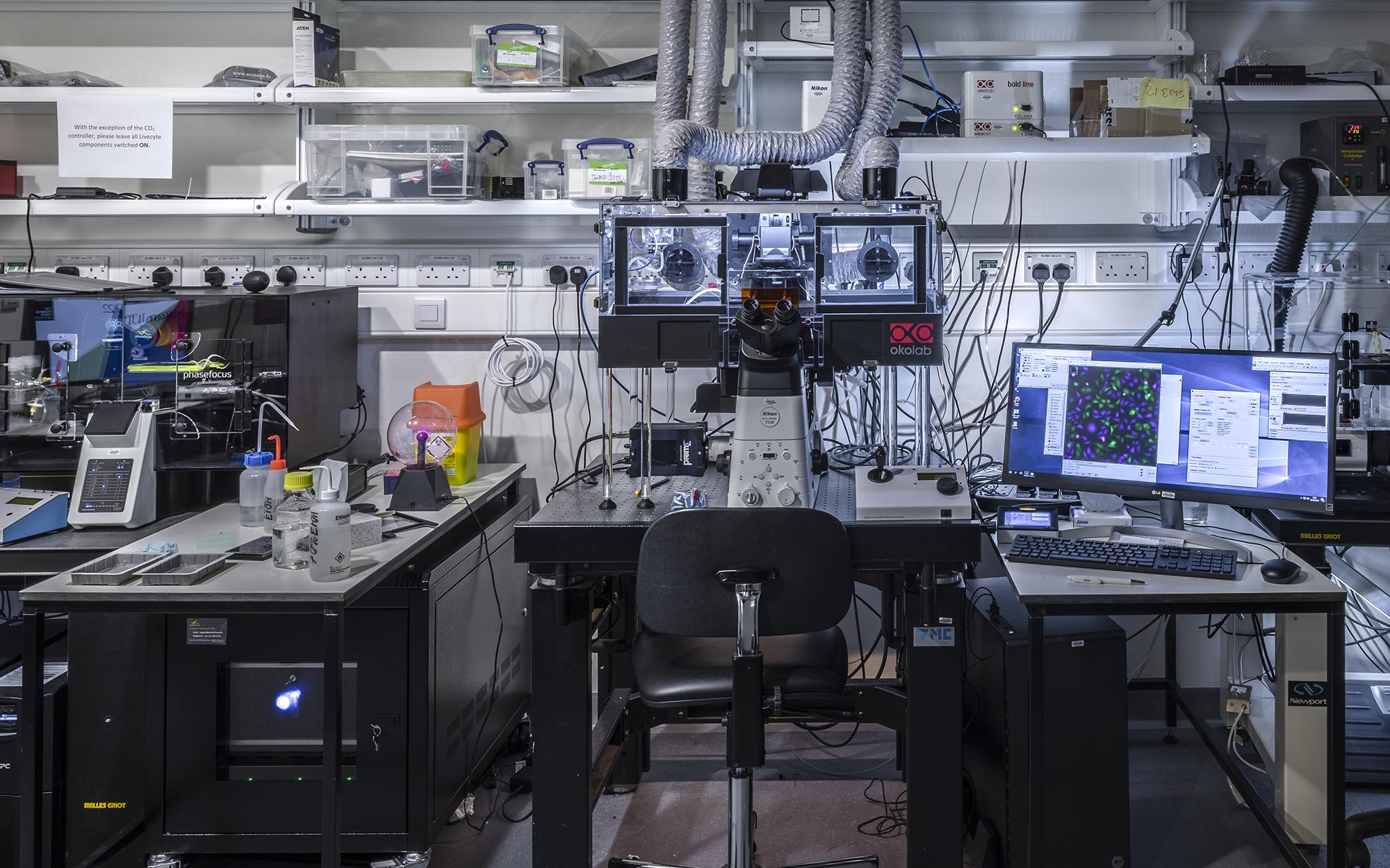 A microscope workstation in the Light Microscopy facility at the Crick.